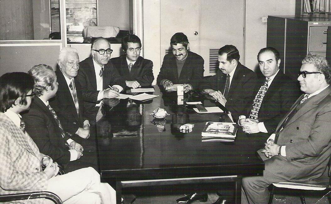 قدمعلی سرامی همراه با جمعی از اعضای اتحادیهی ناشران